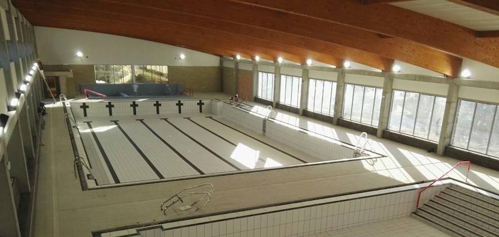 La apertura de la primera piscina cubierta de Rincón de la Victoria, bloqueada por un recurso de las empresas