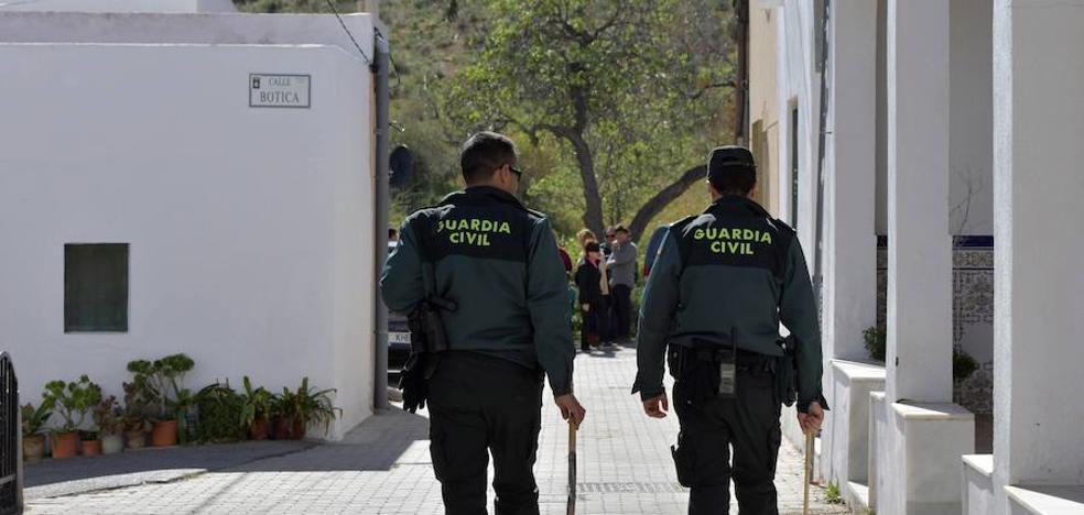 Presuntos narcotraficantes apedrean el coche de un guardia civil cuando volvía a su casa en La Línea