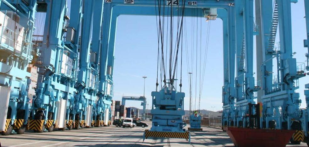 El Puerto de Málaga incorpora tres grúas de apoyo ante la previsión de más contenedores