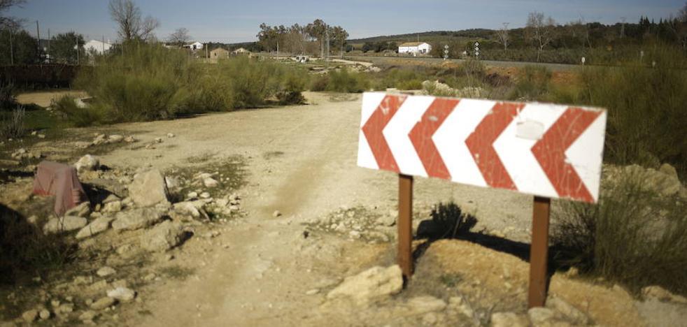 La Junta se compromete a invertir 20 millones para mejorar las carreteras del interior