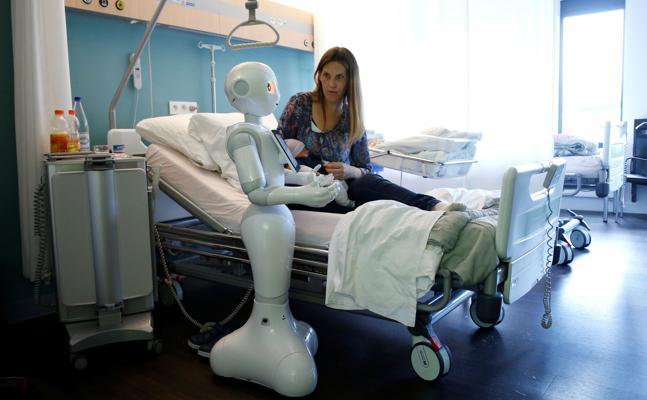Los robots chinos se cuelgan la bata de médico