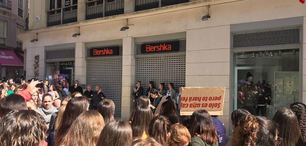 El símbolo de este 8 de marzo en Málaga: Las trabajadoras de Bershka