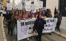 Medio millar de personas se manifiestan en Nerja por la igualdad de género