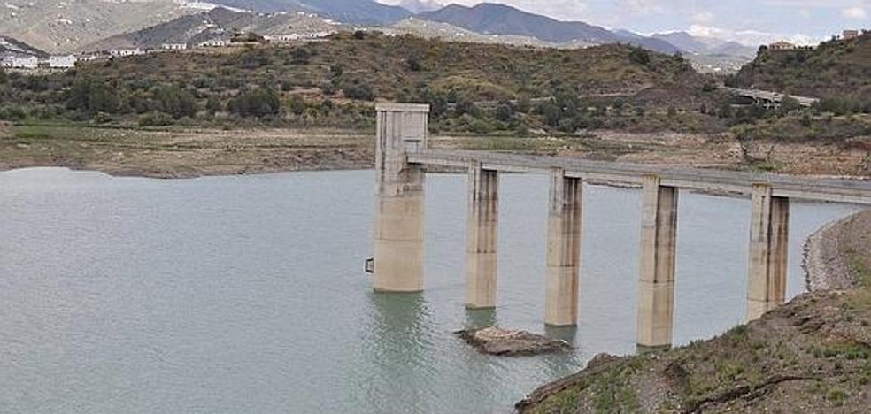 Las lluvias aportan ya 16 hm3 a la presa de La Viñuela, que supera el umbral de alerta