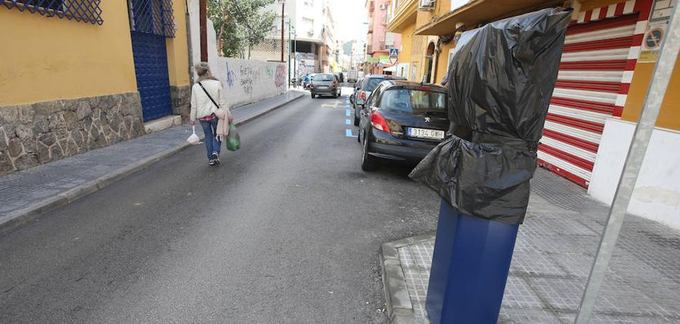 Los recelos de comerciantes frenan la zona azul en La Trinidad pese a llevar semanas instalada