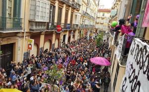 Una fiesta en la calle para conservar la sede de La Casa Invisible en Málaga