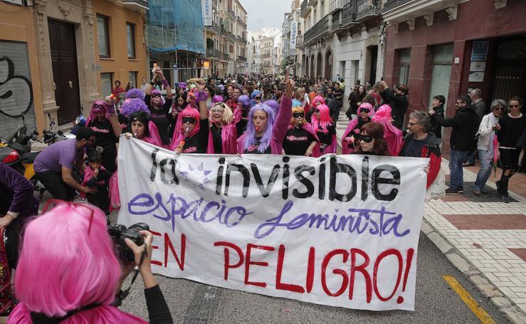 En fotos, la manifestación para conservar la sede de La Casa Invisible en Málaga