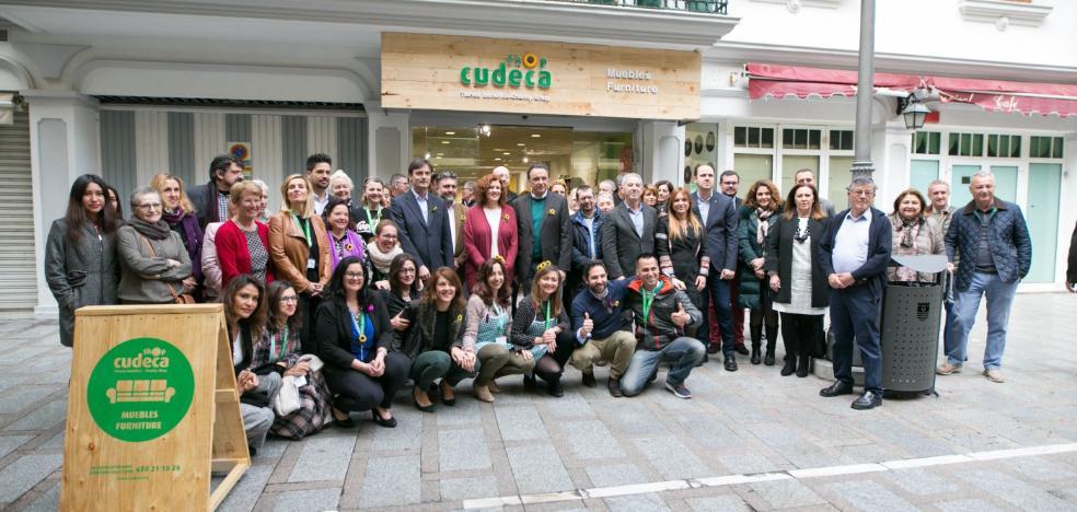 Cudeca abre una tienda en Torremolinos para la que solicita más voluntarios