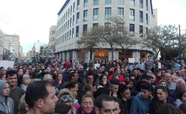 Cinco minutos de silencio en Almería por la muerte de Gabriel