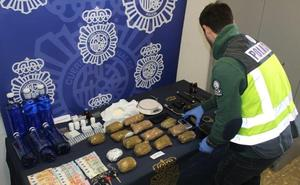 Dos detenidos en Málaga por transportar cocaína en botellas de agua mineral
