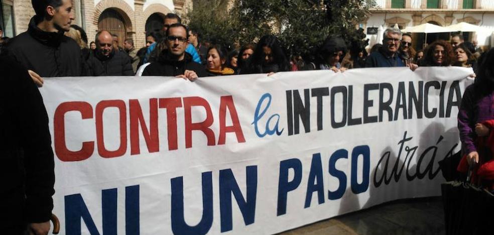 Denuncian pintadas contra el profesor que lideró las protestas por el CIE de Archidona