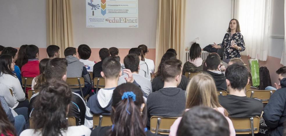 Unicaja acerca la educación financiera a más de 18.300 jóvenes de casi 270 centros