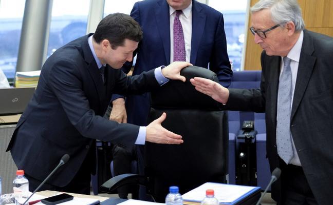 La Eurocámara se ceba con Juncker por el 'affaire Selmayr'