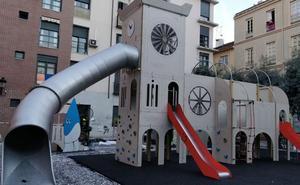 Avanza la instalación del parque infantil de temática cofrade en el Centro de Málaga