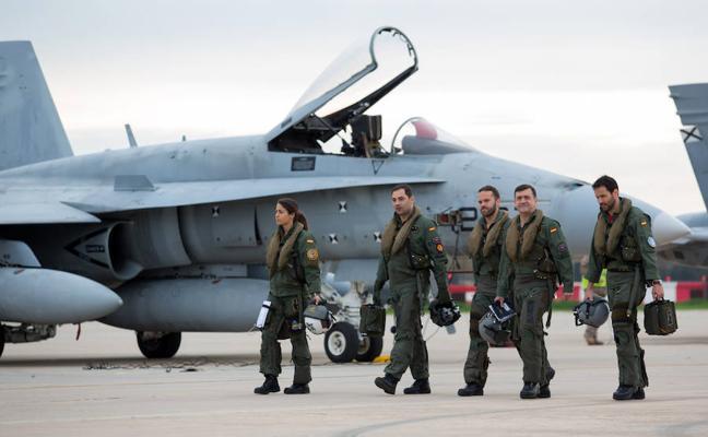 Los cazas F-18, de maniobras áereas en Málaga