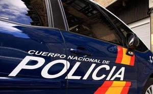 Pillan 'in fraganti' a dos hombres forzando el cristal de un coche en la zona Este de Málaga