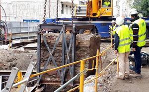 Trasladan un muro del fuerte de San Lorenzo para terminar el túnel del metro en la Alameda