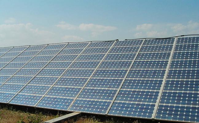 Placas solares para extraer el agua de los pozos y regar