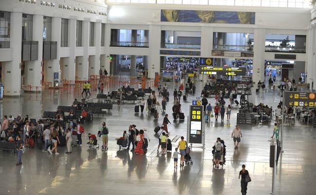 Seis años de cárcel por introducir cocaína en el doble fondo de su equipaje en Málaga