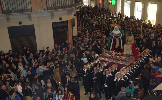 Los primeros traslados por las calles de Málaga anuncian la inminente llegada de la Semana Santa