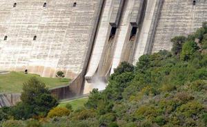 El embalse de La Viñuela sale de situación de alerta y supera los 57 hectómetros cúbicos