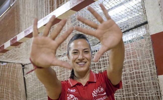 La portera Virginia Fernández deja el Rincón Fertilidad a un mes de la Copa de la Reina