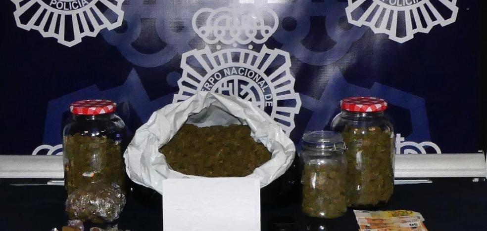 La Policía Nacional arresta a un repartidor de pizzas acusado de distribuir droga a domicilio