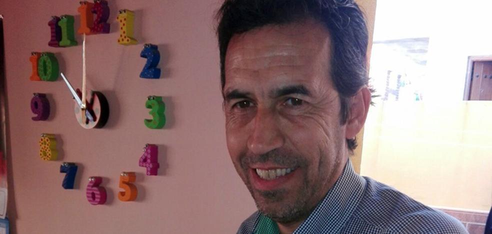 Un vecino de Vélez-Málaga publica cuatro relatos que abordan temas como el 'bullying' o la homosexualidad