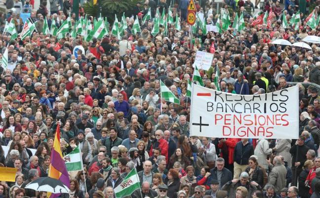 Miles de personas toman el Centro de Málaga en la manifestación por unas pensiones dignas