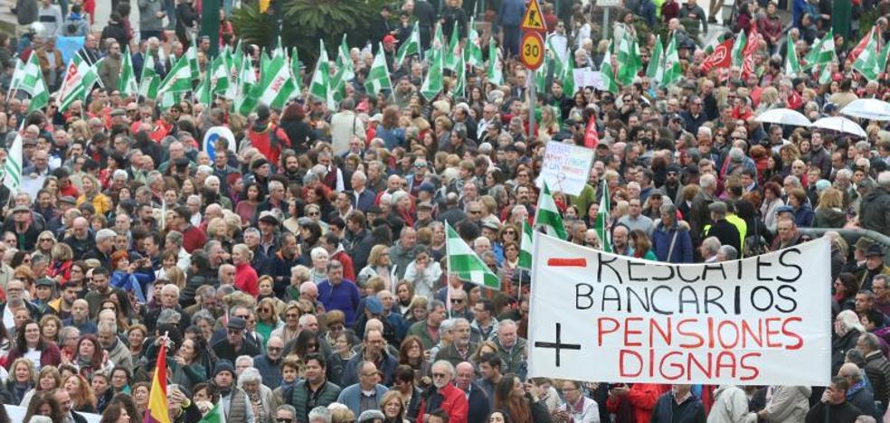 Decenas de miles de personas toman el Centro de Málaga en defensa de las pensiones