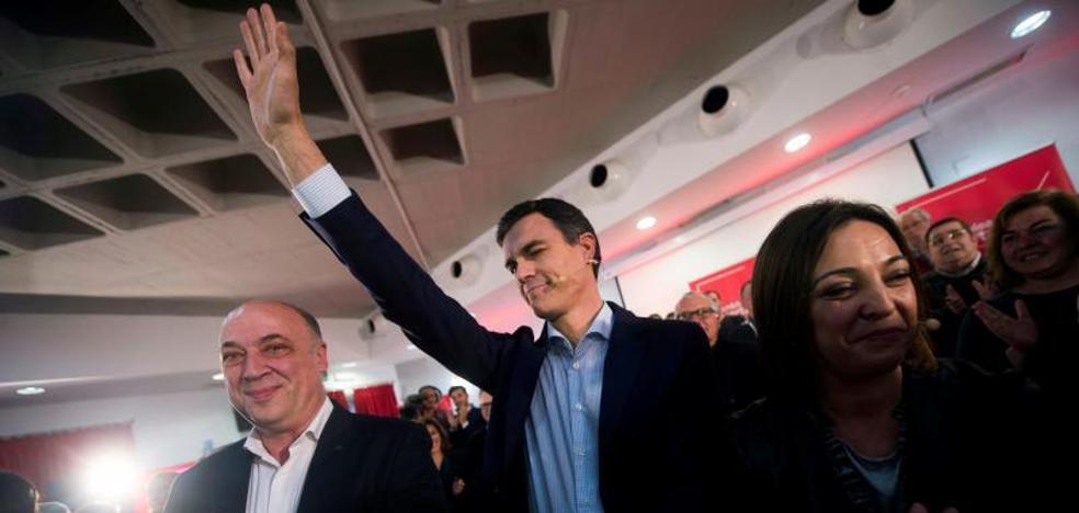 Sánchez acusa al Gobierno de «destruir» las pensiones de los jubilados que «construyeron» España