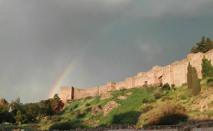 Impresionantes arcoíris sobre el cielo de Málaga