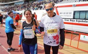 Un corredor ciego completa la 28 Media Maratón Ciudad de Málaga