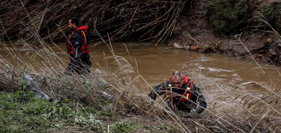 Buscan a un guardia civil de Málaga desaparecido en un arroyo al intentar rescatar a varios personas atrapadas