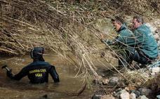 Reanudan la búsqueda del guardia civil que desapareció al rescatar a una pareja en un arroyo en Sevilla