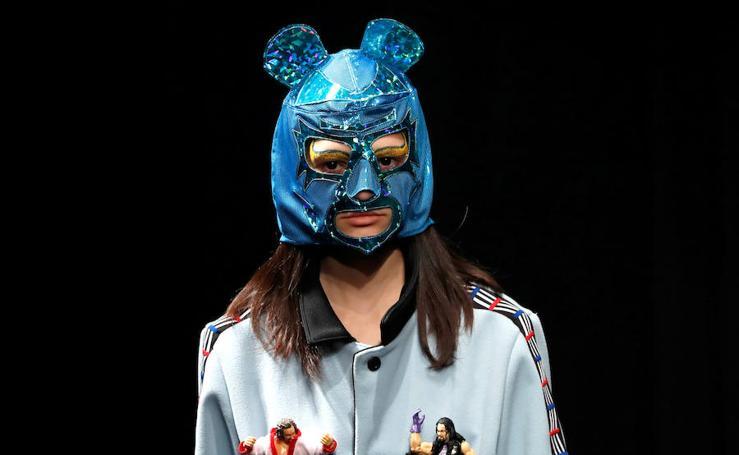 'Wrestling' de pasarela en la Semana de la Moda de Tokio