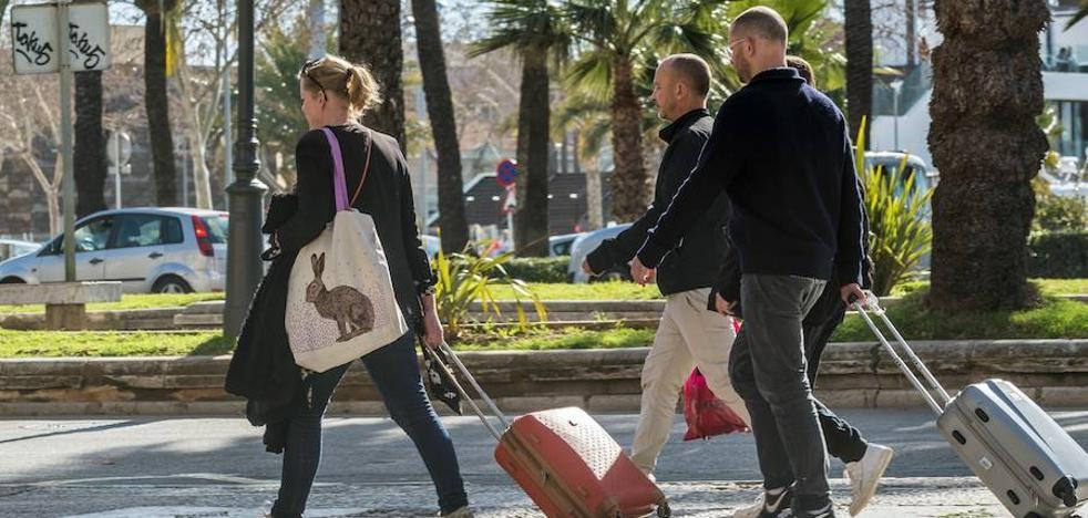 La CNMC, contraria a que las 'web' informen a Hacienda sobre los alquileres turísticos