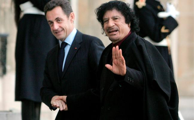 Las relaciones peligrosas con Gadafi atrapan a Sarkozy
