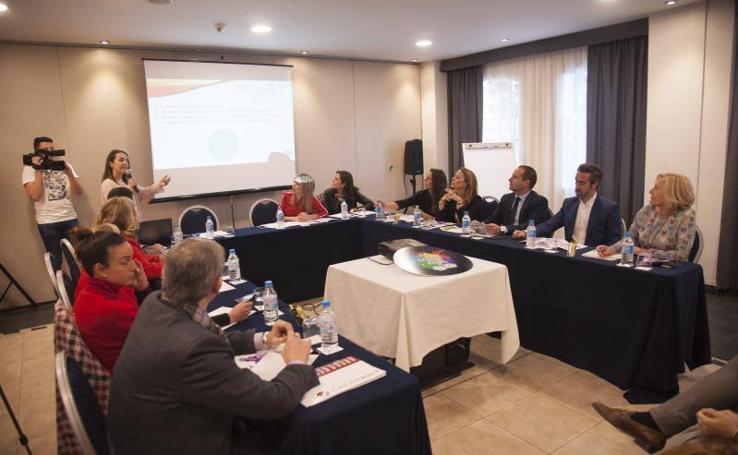 Directores de medios y deportistas analizan la visibilidad del deporte femenino en un foro en Málaga