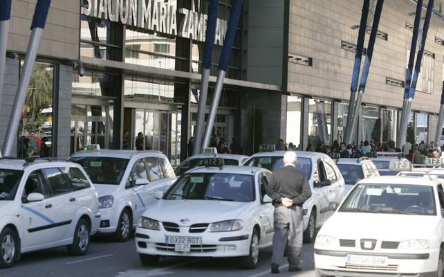Así quedará regulado el servicio de taxis en Málaga esta Semana Santa