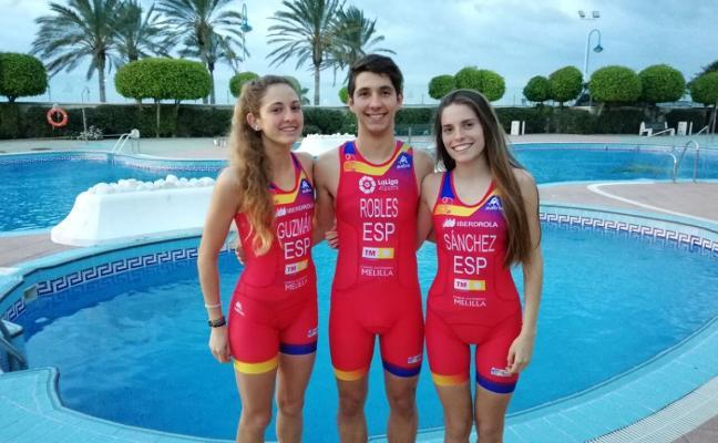 Tres triatletas del Real Club Mediterráneo estarán en las Copas de Europa júnior