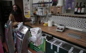 El Ayuntamiento de Málaga cierra el bar de La Invisible tras hallar bacterias fecales en el agua