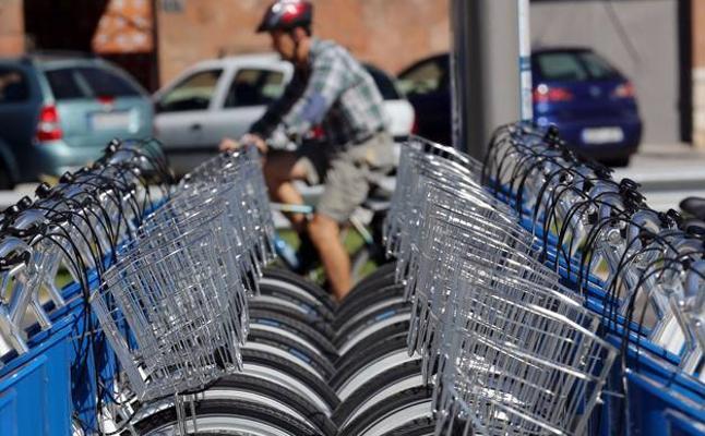 Málaga frena la implantación de mil bicis públicas ante el 'boom' de empresas privadas