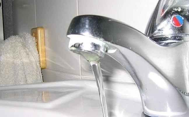 Las empresas de agua llaman a no bajar la guardia en el consumo responsable pese al aumento de las reservas en Marbella