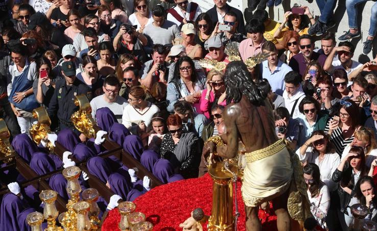 Gitanos procesiona en el Lunes Santo de Málaga