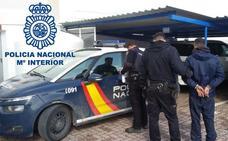 Policías de La Línea realizan varios disparos ante una avalancha de vecinos que pretendían evitar la detención de un narco