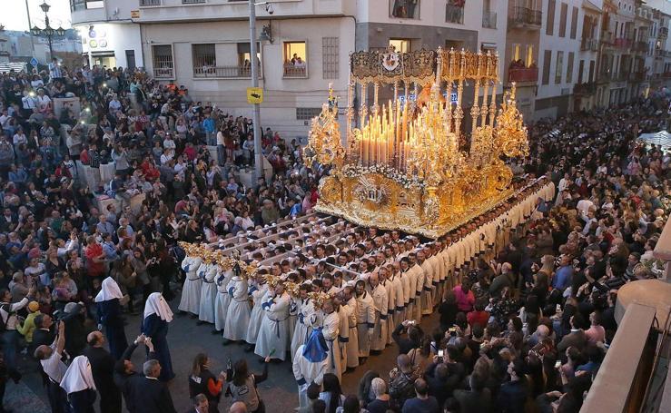 Jesús de la Puente del Cedrón y la Virgen de la Paloma por las calles de Málaga