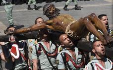 En directo el traslado de la Legión del Cristo de Mena en Málaga el Jueves Santo