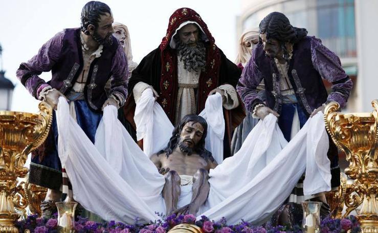 El Santo Traslado y la Virgen de la Soledad en el Viernes Santo de Málaga 2018