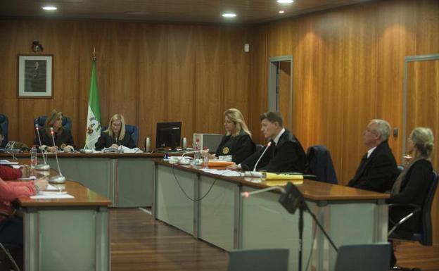 Un momento del juicio con jurado popular de este lunes. /Francis Silva